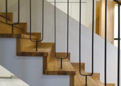 schody stopnicowe z podstopnicą